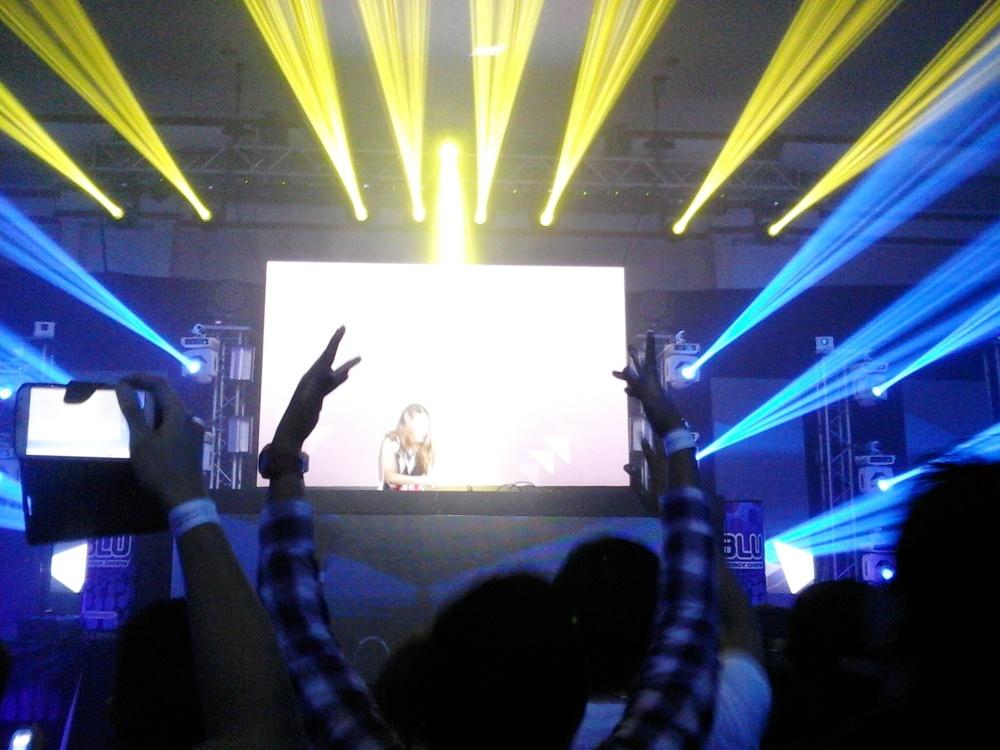 DJ JUICY M performing